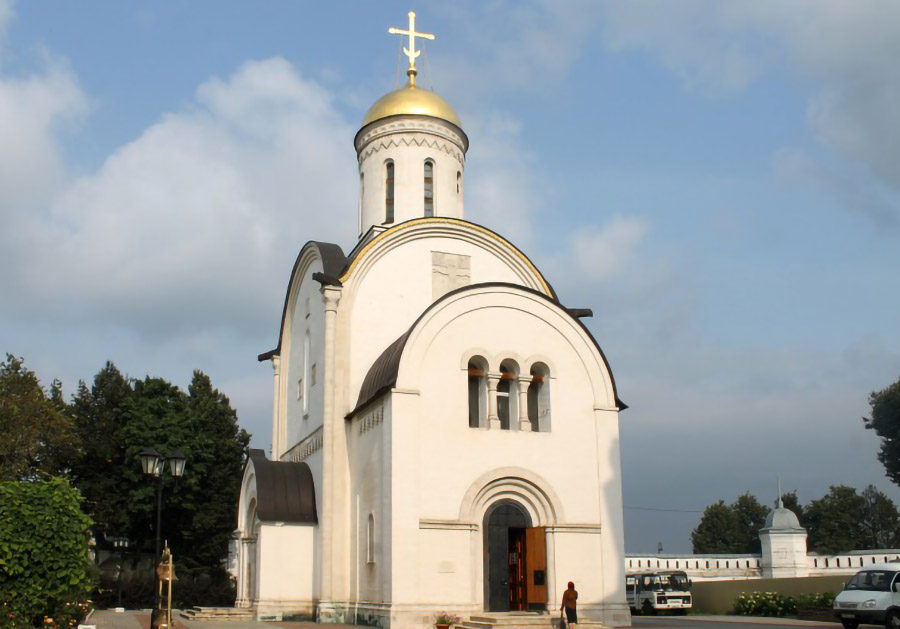 На месте захоронения Александра Невского есть обзорное окно