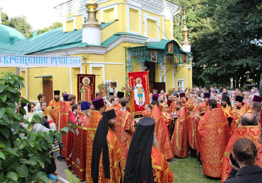 Крещение Руси 2017: жители России вспоминают князя Владимира, принесшего христианство наРусь