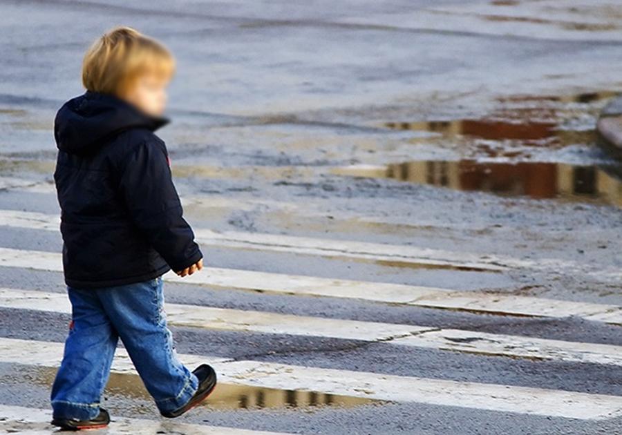 Наулице Мира вКоврове 3-летняя девочка угодила под колёса иномарки