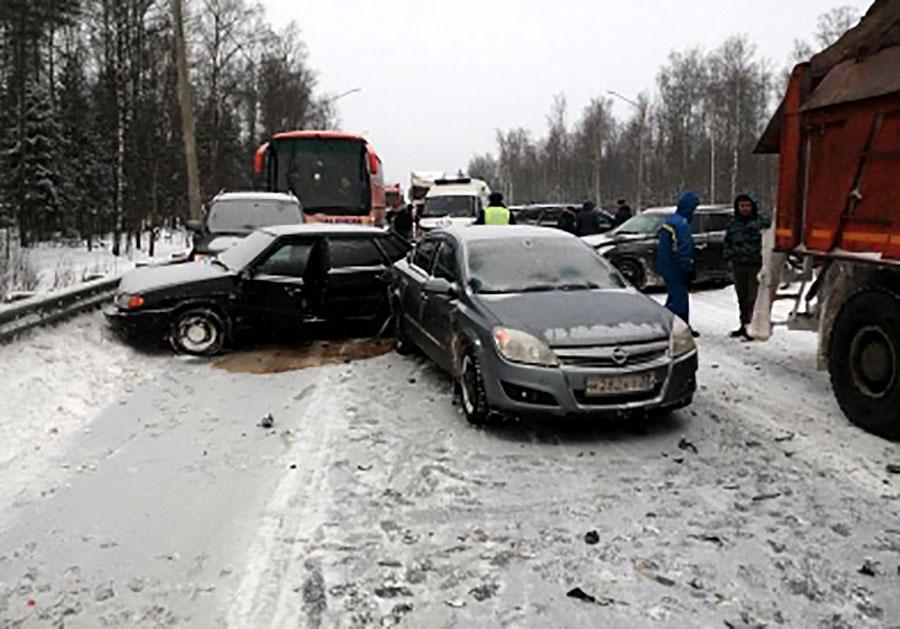 ВВязниковском районе столкнулись 5 авто: есть пострадавшие
