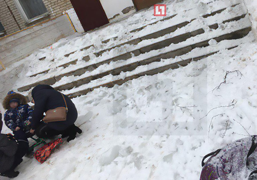 Мать спасла двухлетнего сына, успев прикрыть его отупавшей льдины