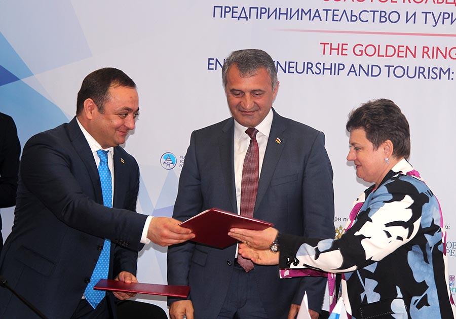 Николай Любимов подписал соглашение осотрудничестве с руководством Владимирской области