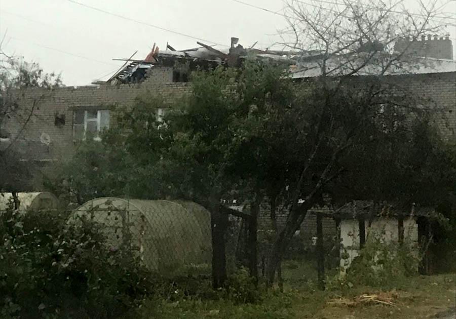 Крышу ветром снесло. Последствия урагана в Киржаче.