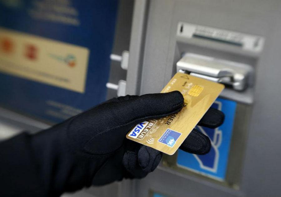 Менеджер банка похитил сосчетов неменее 2-х млн. руб.