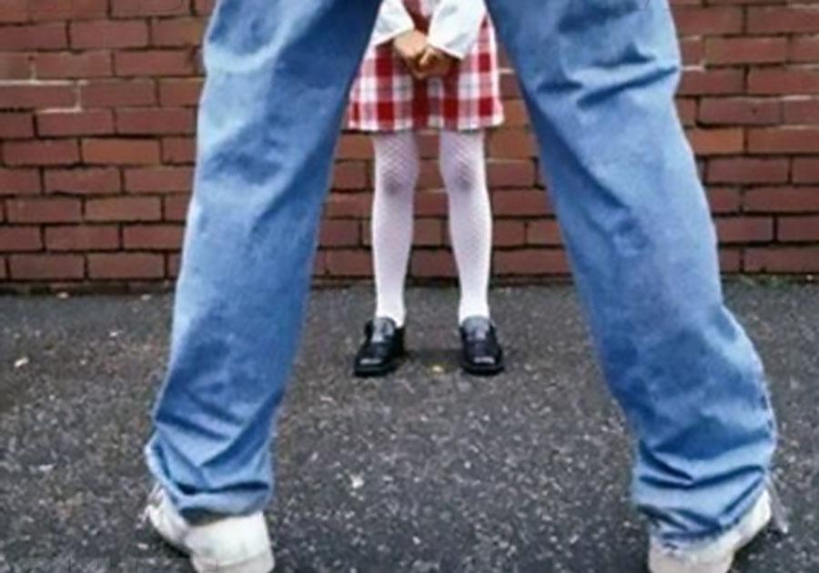 Посвящал 8-летнюю девочку в«секреты взрослых»