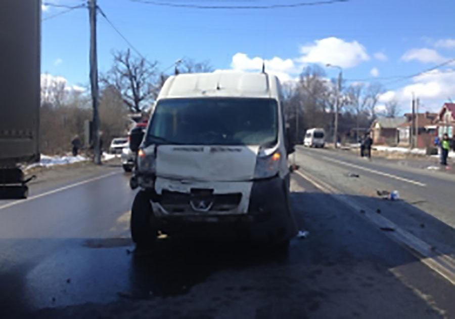 Один человек умер вДТП смикроавтобусом воВладимирской области