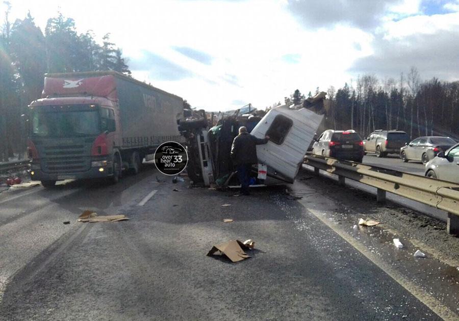 Водитель, ремонтируя фуру, умер вДТП воВладимирской области